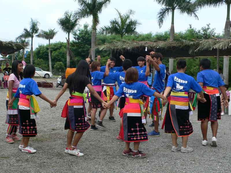 アミ族豊年祭2011:巴古崙岸部落の豊年祭。参加しました。