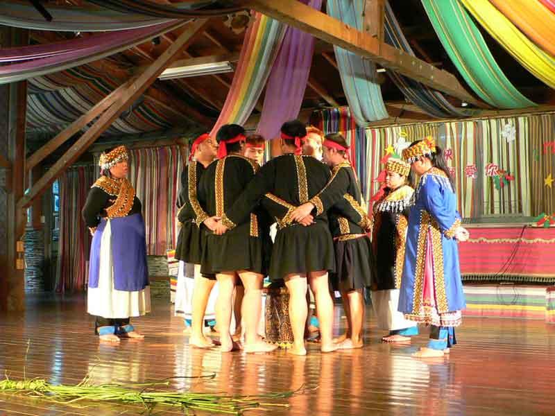 台東県延平郷桃源村:布農部落休間農場でブヌン族の文化体験。