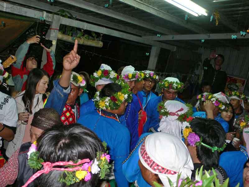 プユマ族大猟祭2011:少年猴祭。少年が大人の第一歩を踏む。