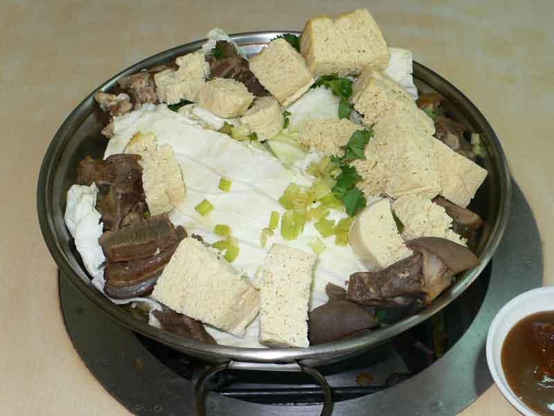 高雄市岡山区:羊鍋(山羊鍋)と豆味噌に感激する。