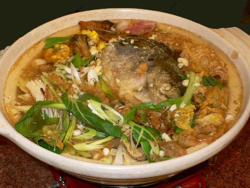 台湾 高雄 最後の晩餐はサラリーマン御用達の熱炒で鮭の頭鍋!