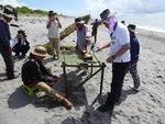 プユマ族海祭:海岸沿いに祭壇を作っているところ