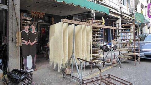 金門島の名物グルメ:牡蠣、海老、麺、餅。広東バージョンのおかゆ。お気軽に食べられる軽食も一杯あります。