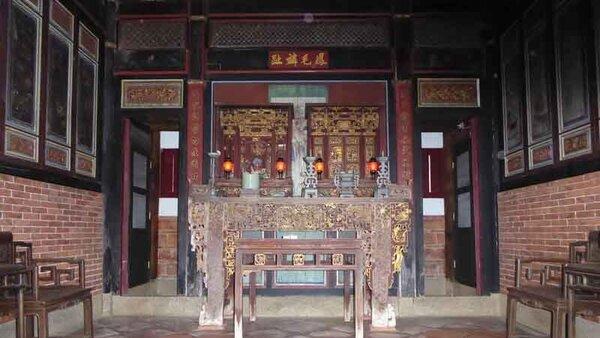 鳳毛麟趾民宿の祭壇