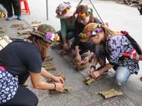 薪の束を作る