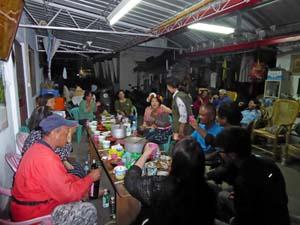 プユマ族婦女除草祭の後の宴会その1