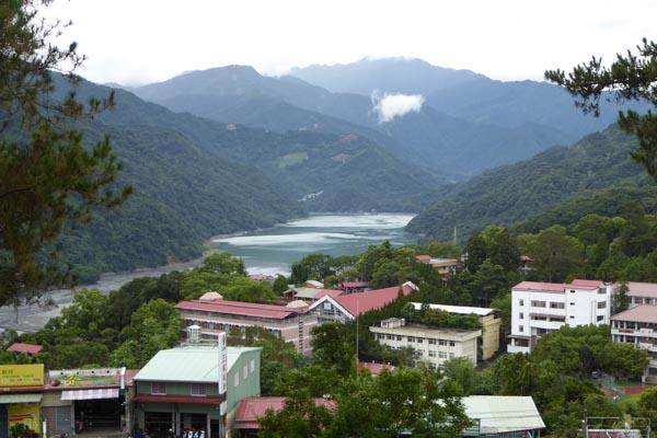 徳龍宮から見た霧社と碧湖