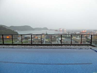 ホテル屋上のプール