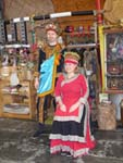 ルカイの民族衣装を着たカップル