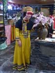 ルカイの民族衣装で記念撮影