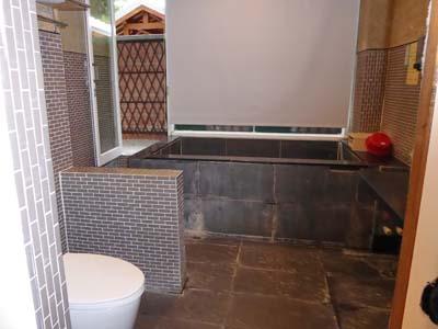 安通温泉の客室付きの温泉風呂