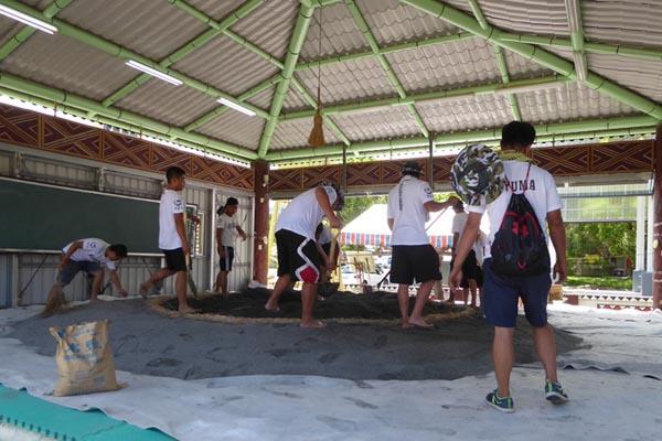 相撲大会の土俵の準備