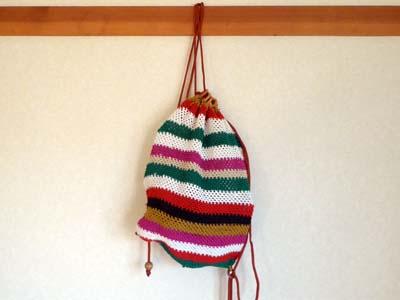 原住民のおばちゃんの手編みのナップサック(ボーダー柄)